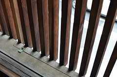 外のルーバーは一部取り外しができるような仕様。(202号室)(2013-06-23,専有部,ROOM,2F)