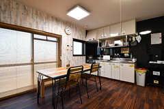 ダイニングの様子2。キッチンを併設しています。(2017-01-17,共用部,LIVINGROOM,1F)
