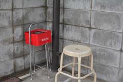 自転車置き場の一角に喫煙スペースがあります。(2017-01-17,共用部,GARAGE,1F)