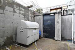 ゴミステーションには部屋で出たゴミなどを一時的に保管できます。(2017-01-17,共用部,GARAGE,1F)