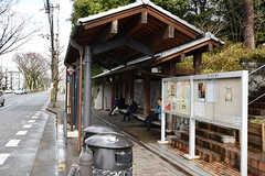 もうひとつのバス停。ふたつバス停は、シェアハウスからはほぼ同じ距離にあります。こちらは京都駅行。(2017-01-17,共用部,ENVIRONMENT,1F)