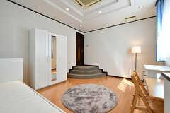 専有部の様子3。入口には小さな階段があります。(101号室)(2017-09-13,専有部,ROOM,1F)
