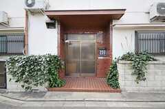 シェアハウスの正面玄関。(2012-03-26,周辺環境,ENTRANCE,1F)