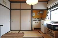 専有部の様子2。各部屋にはミニキッチンが付いています。(101号室)(2012-03-26,専有部,ROOM,1F)