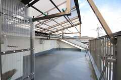 屋上の様子。洗濯物が良く乾きそう!(2012-03-26,共用部,OTHER,3F)