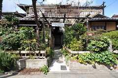 お隣さんは事業者さんの事務所です。よく住人さんが集まります。一緒にご飯を食べることも多いのだそう。(2012-03-26,共用部,OTHER,1F)