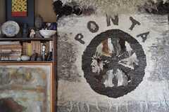 ボリューミーで存在感のある「PONTA」印の絨毯。(2012-03-26,共用部,OTHER,1F)