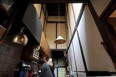 キッチンの天井はぐーんと高いです。(2012-03-26,共用部,OTHER,1F)