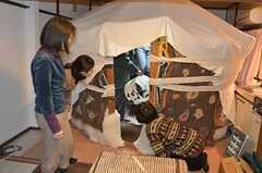リビングにパオを立てたときの様子。 ※事業者様提供素材(2012-03-26,共用部,LIVINGROOM,1F)