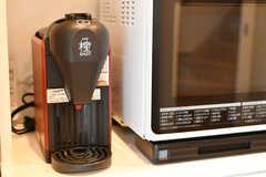 ワンタッチでお味噌汁が出きる「椀ショット 極」も導入されています。(2017-03-07,共用部,KITCHEN,2F)