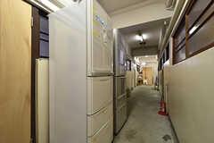 廊下には冷蔵庫が設置されています。(2016-07-04,共用部,BATH,3F)