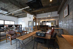 コワーキングスペースの様子2。事業者さんのオフィススペースも兼ねています。(2016-07-04,共用部,OTHER,2F)