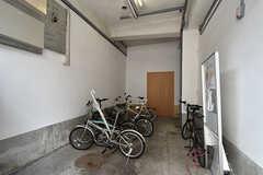 自転車置き場の様子。(2016-07-04,共用部,GARAGE,1F)