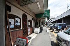 すぐ近くにはレトロな雰囲気の商店街があります。(2016-07-04,共用部,ENVIRONMENT,1F)