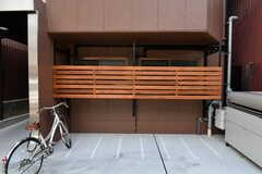 自転車置き場は2箇所あります。シェア自転車も用意されています。(2017-06-05,共用部,GARAGE,1F)