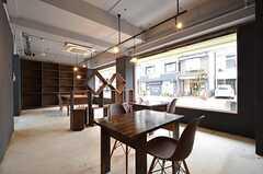 カフェスペースの様子。ラウンジ同様、いつでも使用できます。(2015-11-17,共用部,OTHER,1F)