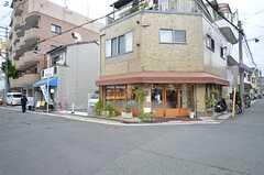 叡山電鉄叡山本線・一乗寺駅前の様子。かわいいパン屋さんがあります。(2015-11-17,共用部,ENVIRONMENT,1F)
