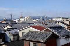 窓からは船岡山がよく見えます。夏になると船の形をした送り火を楽しむことができます。(305号室)(2016-01-20,専有部,ROOM,3F)
