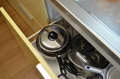 鍋類は引き出しに収納されています。(2013-10-12,共用部,KITCHEN,3F)