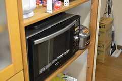 電子レンジと炊飯器の様子。(2013-10-12,共用部,KITCHEN,3F)