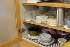 食器棚の様子。(2013-10-12,共用部,KITCHEN,3F)