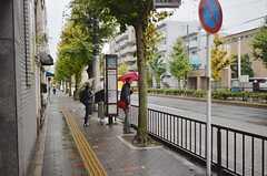 出町柳駅行きのバス停からは徒歩4分ほどです。(2015-11-17,共用部,ENVIRONMENT,1F)