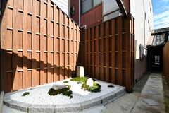 玄関周辺の様子。蔵をリノベーションされたシェアハウスとのこと。(2017-08-08,周辺環境,ENTRANCE,1F)