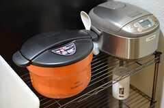 保温鍋と炊飯器の様子。(2014-09-09,共用部,KITCHEN,1F)
