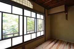 木製サッシと下がり壁。(202号室)(2014-09-09,専有部,ROOM,2F)
