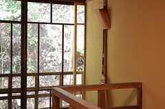 掃除機はありませんが、箒とちりとりがあります。建物に合わせた暮らしを味わえます。(201号室)(2014-09-09,専有部,ROOM,2F)