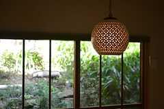 窓の景色と明かりの調和が良い感じです。(2014-12-11,共用部,LIVINGROOM,1F)