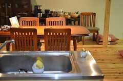 キッチンから見たラウンジの景色。(2014-12-11,共用部,LIVINGROOM,1F)