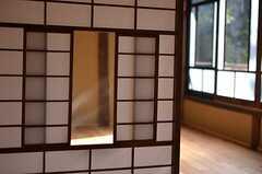 珍しい形の雪見障子。(205号室)(2014-12-11,専有部,ROOM,1F)