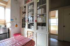 食器棚の様子。各部屋ごとに置き場所が決まっています。(2014-03-03,共用部,KITCHEN,3F)