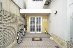 シェアハウスの玄関。(2016-04-06,周辺環境,ENTRANCE,1F)