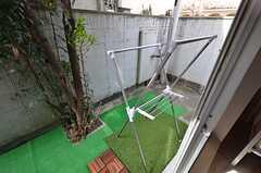 庭の様子。洗濯物が干せます。(101号室)(2016-04-06,専有部,ROOM,1F)