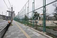 シェアハウスからJR京都線・長岡京駅へ向かう道の様子。(2012-03-26,共用部,ENVIRONMENT,1F)
