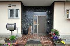 シェアハウスの正面玄関。(2011-04-23,周辺環境,ENTRANCE,1F)