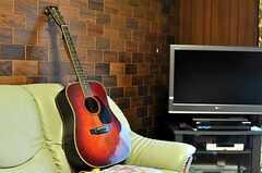 傍らにはギターも。(2011-04-23,共用部,OTHER,1F)