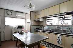 シェアハウスのキッチンの様子。(2011-04-23,共用部,KITCHEN,1F)