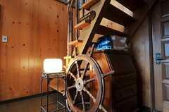 ホールには船の舵があります。(2011-04-23,共用部,OTHER,1F)