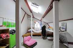 専有部の様子3。こちらは、屋根裏部屋の雰囲気。(201号室)(2011-04-23,専有部,ROOM,2F)