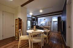 リビングの様子3。カフェスペース、ソファスペース、ダイニングスペースと空間が緩やかにつながっています。(2016-08-18,共用部,LIVINGROOM,1F)