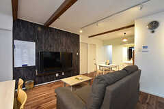 ソファスペースの様子。共用TVは壁掛けです。(2016-08-18,共用部,LIVINGROOM,1F)