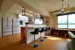 キッチン側にも、カウンターテーブルが設置されています。(2018-05-29,共用部,LIVINGROOM,3F)
