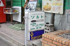 雰囲気の良い喫茶店があります。(2018-05-29,共用部,ENVIRONMENT,1F)