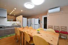 リビングの奥がキッチンです。(2017-05-01,共用部,LIVINGROOM,1F)