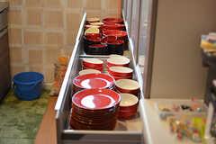 食器のテーマカラーは赤。(2017-05-01,共用部,KITCHEN,1F)