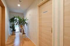男性用バスルームのドア。(2017-05-01,共用部,BATH,1F)