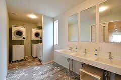 ランドリールームの様子。洗面台も設置されています。(2017-05-01,共用部,LAUNDRY,2F)